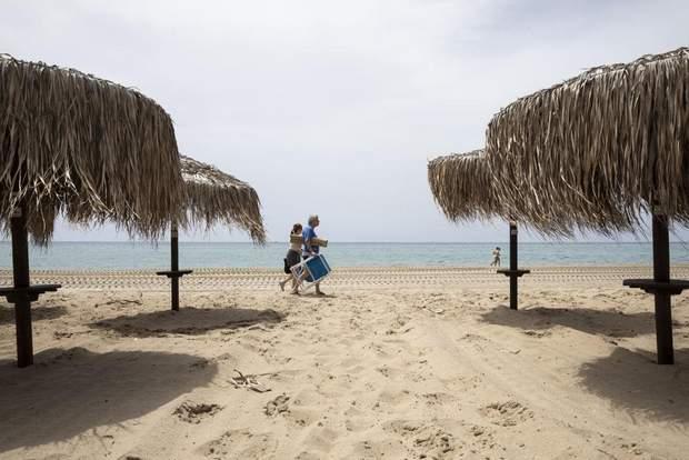 Ослабление карантина в Греции: открылись более 500 пляжей – фото