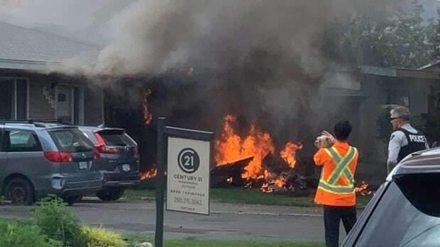 Жуткое пике после мертвой петли: в Канаде разбился военный самолет – видео и фото