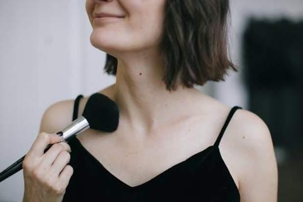 Чищення щіточок для макіяжу