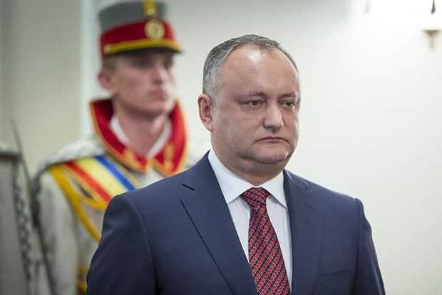 Молдавский президент якобы взял взятку от олигарха: депутат обнародовал скандальное видео