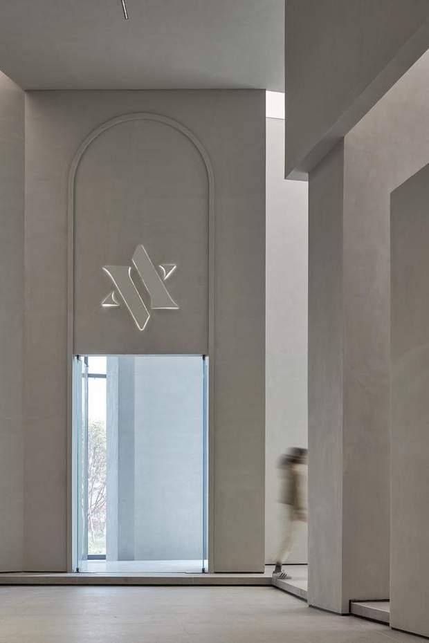 Емблема студії віддалено нагадує зірку Давида / фото: Archdaily