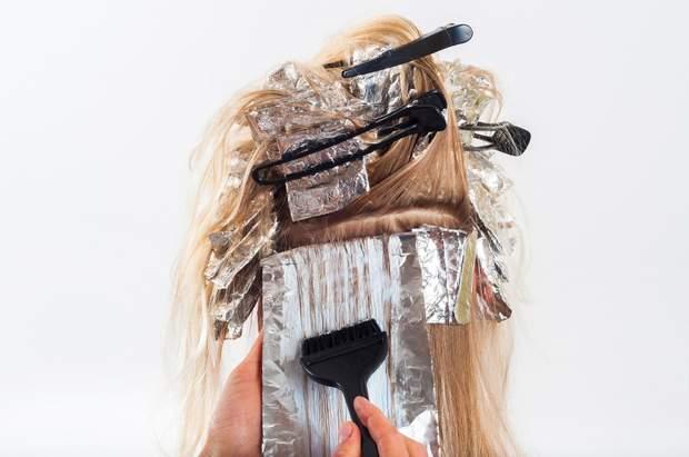 Як пофарбувати волосся вдома