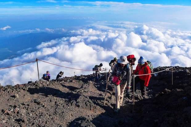 Впервые за 60 лет: гора Фудзияма в Японии будет закрыта для альпинистов на все лето