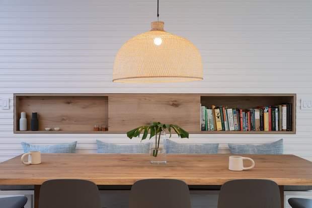 Великий обідній стіл дає можливість бути поруч із близькими / фото: Deezen