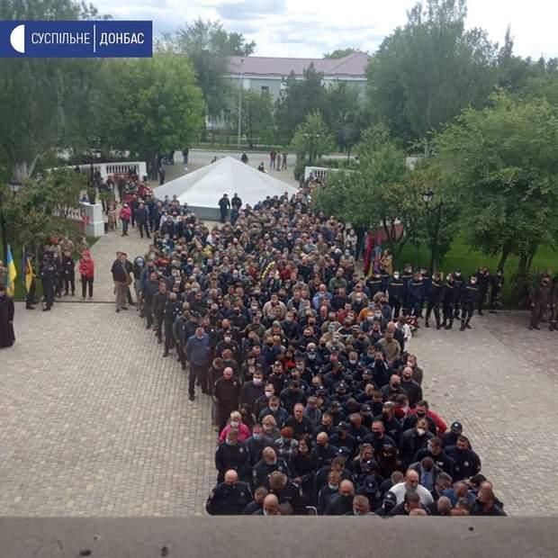 Герои не умирают: в Луганской области попрощались с комбатом Сергеем Губановым – фото