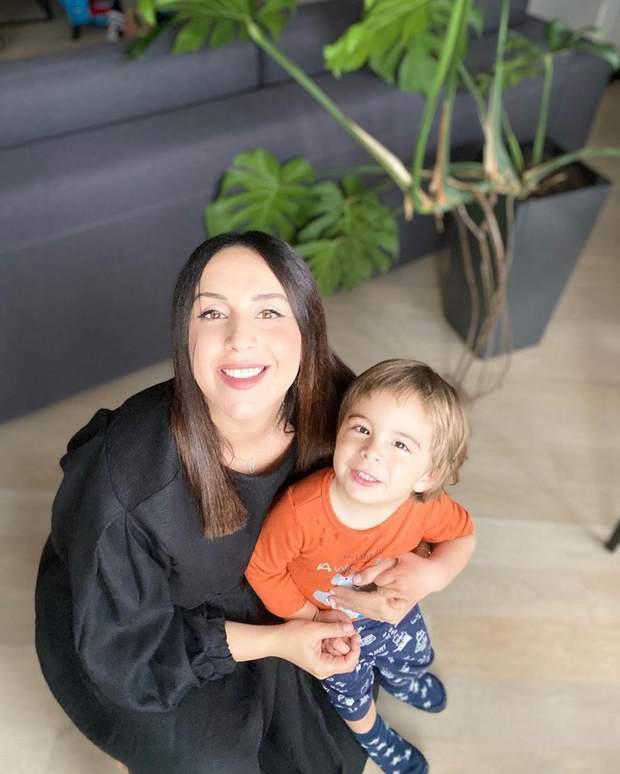 Беременная Джамала поделилась нежными фото с сыном и попросила совета у поклонников