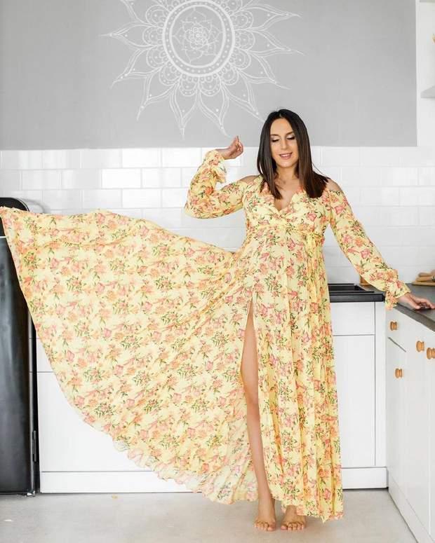 Джамала позує в літньому красивому вбранні