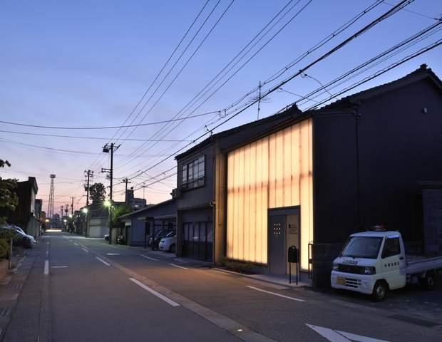 Освітлення будинку нагадує ліхтарик / фото: Archdaily