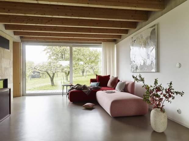 Розсувні вікна слугують виходом на терасу / фото: Archdaily
