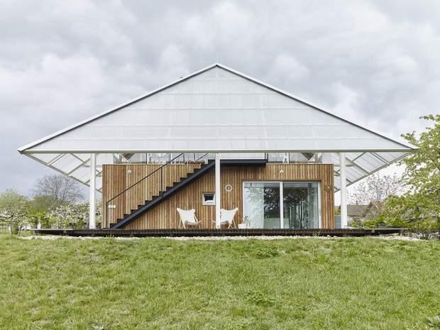 Будиночок віддалено нагадує гриб / фото: Archdaily