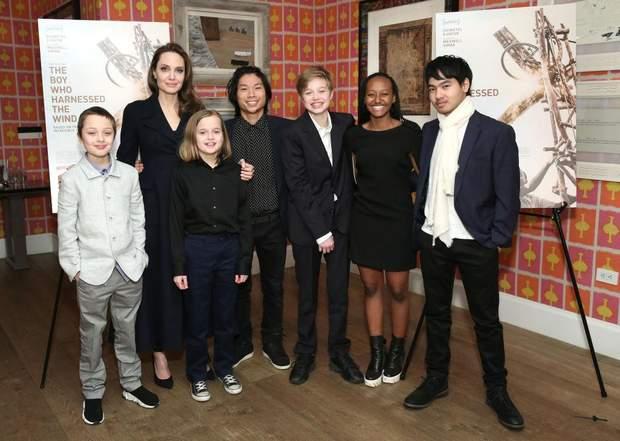 Анджеліна Джолі зі своїми дітьми / Getty Images