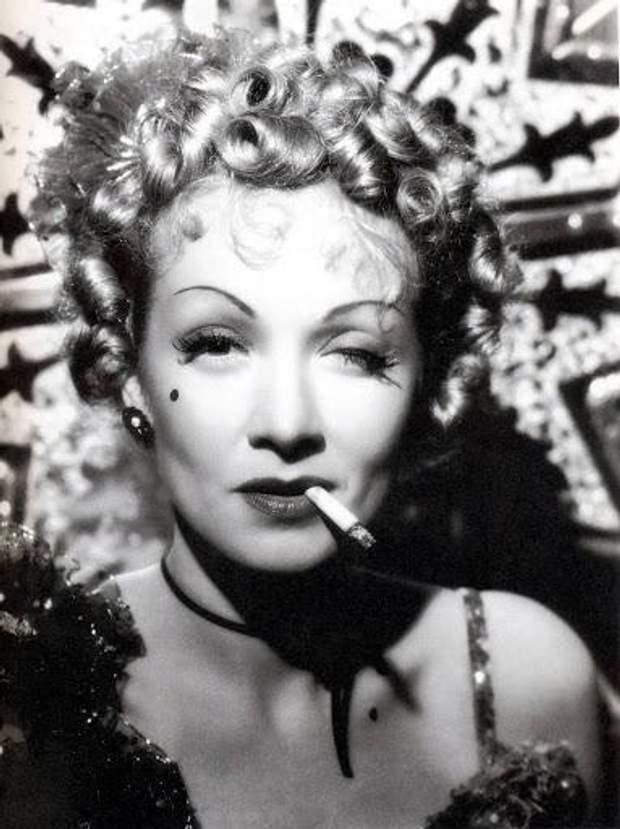 Марлен Дітріх любила світлини з сигаретами