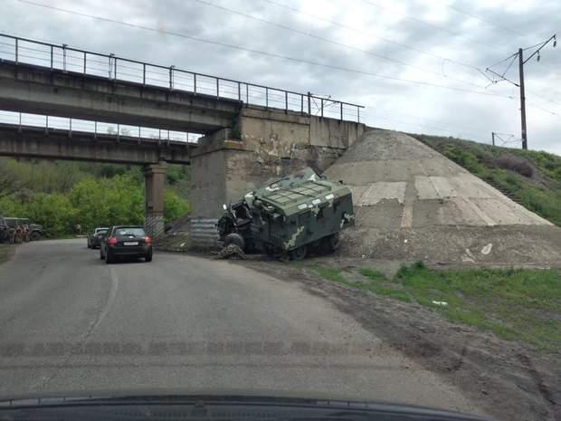 У Харківській області сталася аварія за участі військової техніки