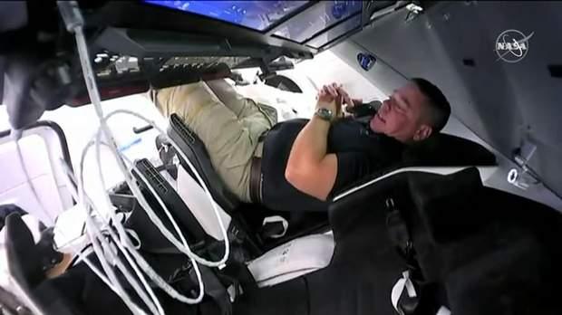 Экипаж Crew Dragon присоединился к астронавтам на МКС: фото