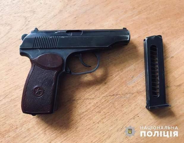 Пьяный экс-полицейский устроил стрельбу под Киевом: детали
