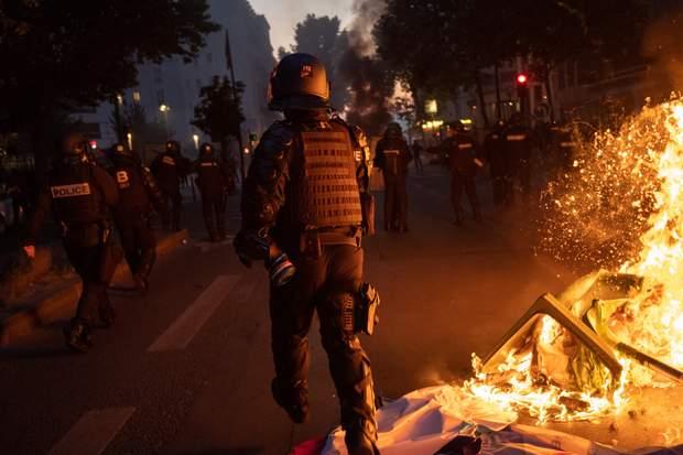 20-тысячный митинг в Париже: полиция применила слезоточивый газ против активистов