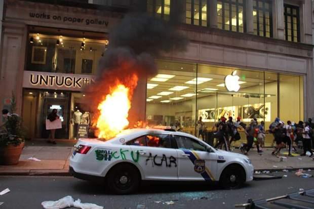 протести в США мародерство