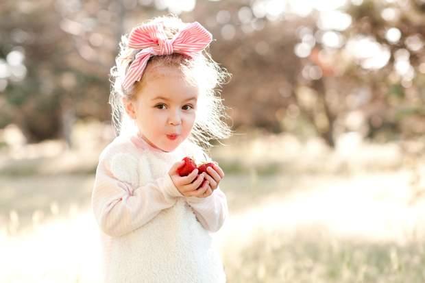 Давайте дітям сезонні фрукти
