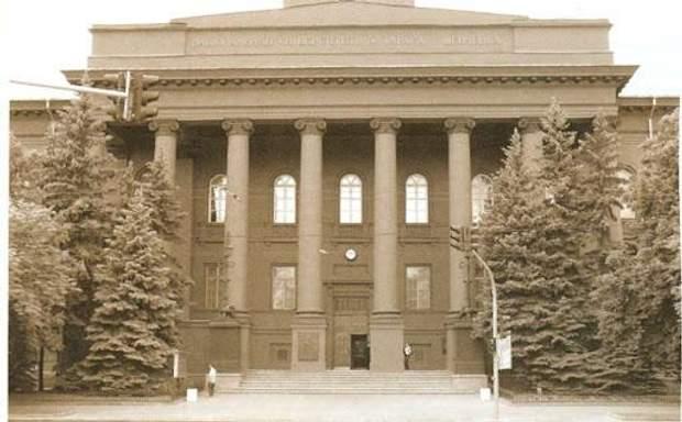 Непревзойденные здания украинских университетов: архивные фото