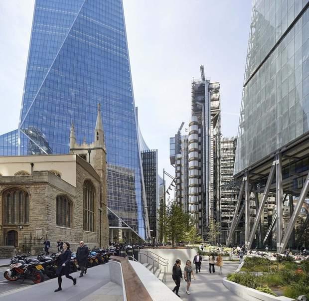Чтобы не загораживать собор в сердце Лондона, построили 'наклонную' башню – фото