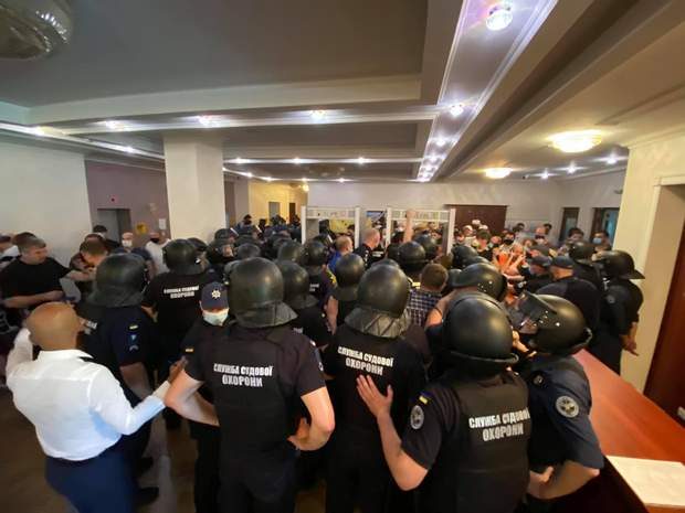 Судова охорона Стерненко