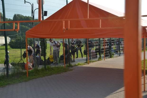 На кордоні з Польщею встановили намети