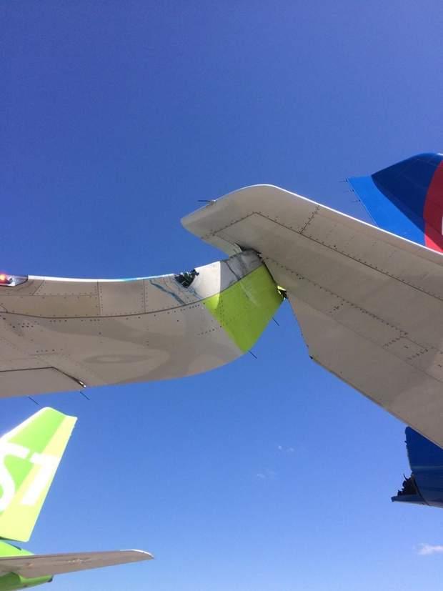 'Вот мы и въе**лись': два самолета попали в ДТП в Санкт-Петербурге – фото, видео