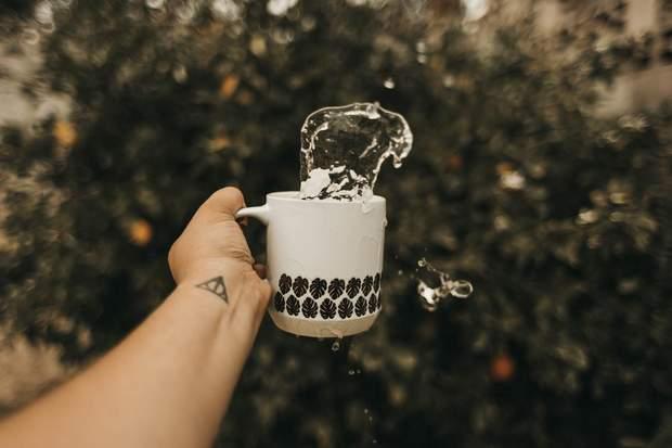 Почему нужно пить воду, если хотите иметь привлекательную внешность: 5 причин