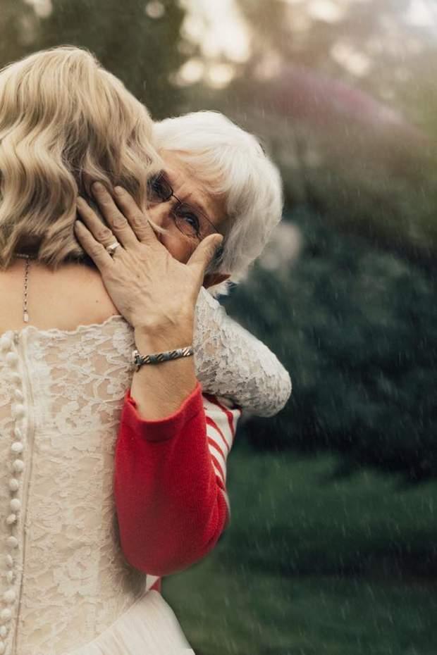 Бабуся була вражена і розплакалася