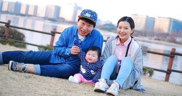 Батьки з дитиною у Південній Кореї
