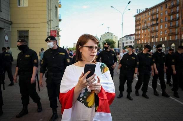 Протестувальниця у Мінську