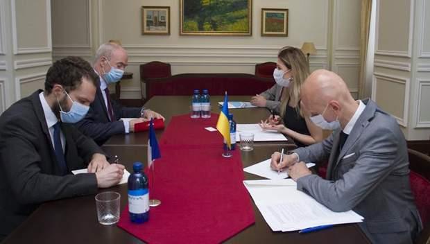 МЗС, зустріч Джапарової і посла Франції