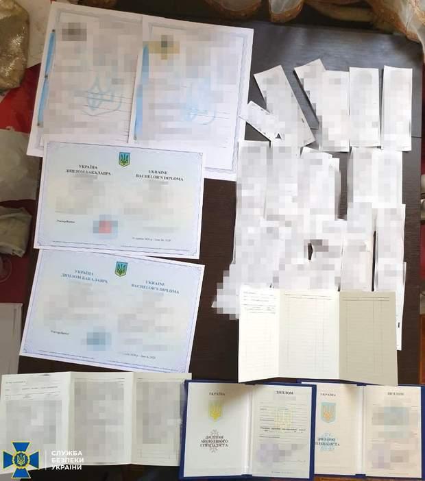 дипломи для бойовиків
