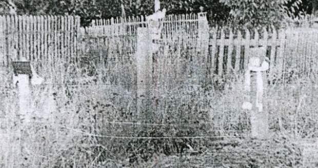 Перше місце спокою українських політв'язнів. Могила Литвина – ліворуч, Стуса – праворуч