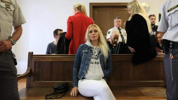 В Словении девушка ради страховки отпилила себе руку, но денег не получила