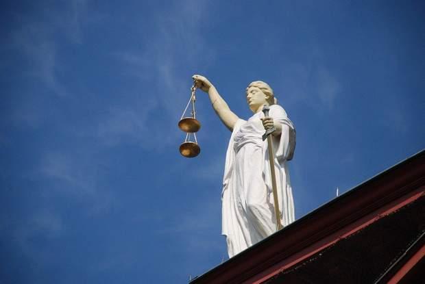 вихід з суду під заставу