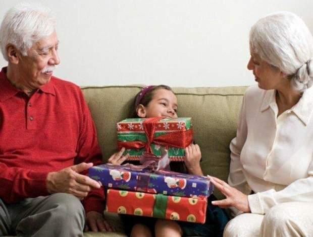 Подарунки для онуків