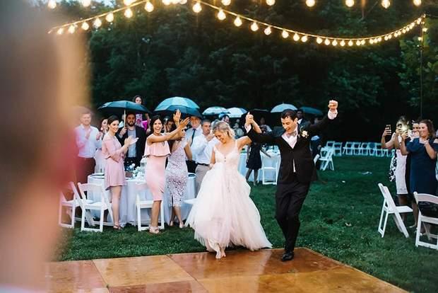 Дощ під час весілля