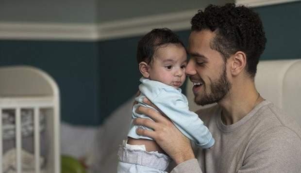 Тато з дитиною
