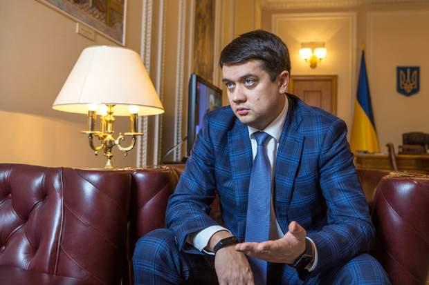 Відповідальність за подальші рішення КСУ несе Разумков: що трапилось?