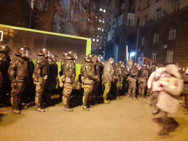 Протести під ОПУ, сутички з силовиками