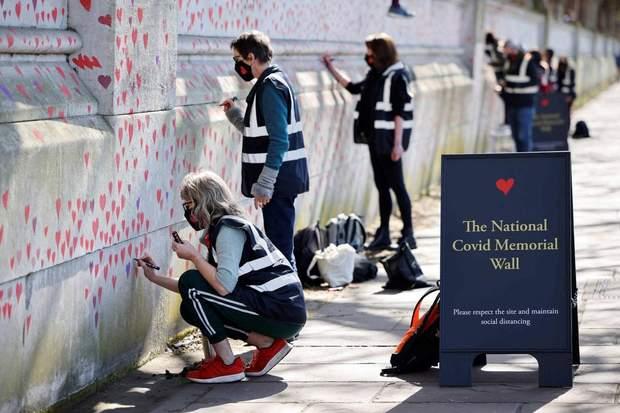 Лондон меморіальна стіна коронавірус