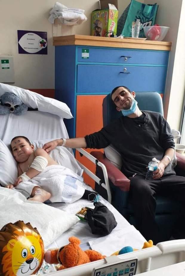 Олівер Кейтлі з батьком