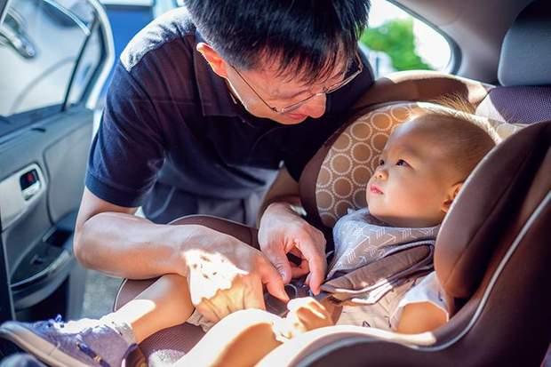 Подорож з дитиною машиною