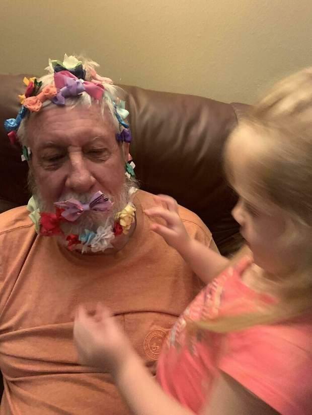 Дідусь з онукою