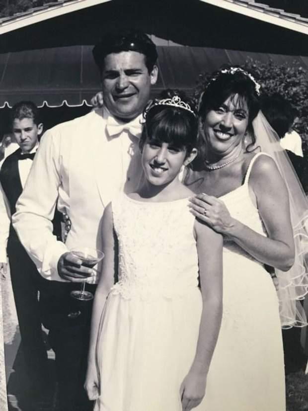 Ліндсі з мамою та вітчимом