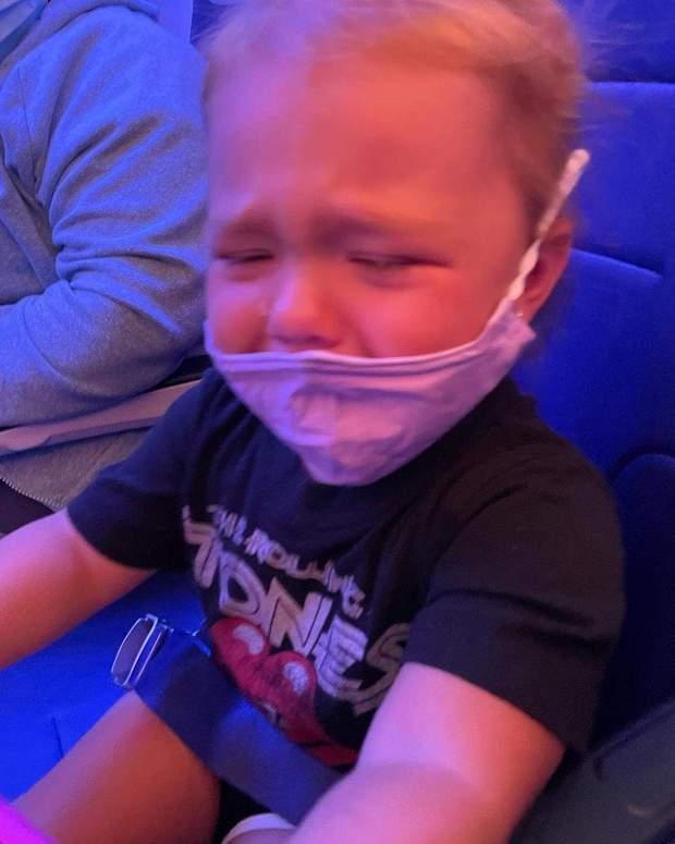 Дівинка не хотіла одягати маску в літаку