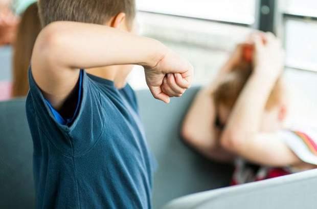Фізична агресія між однолітками