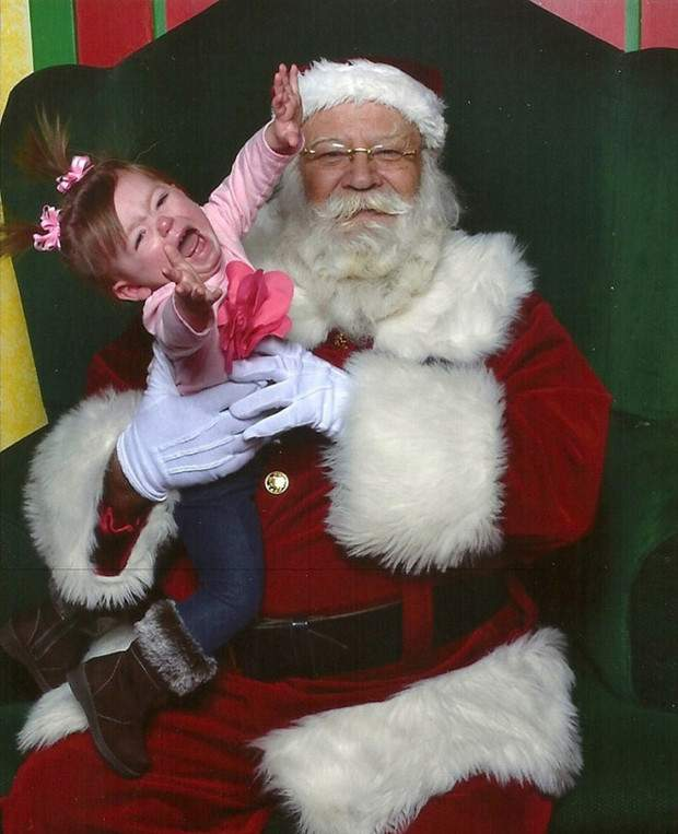 Підбірка новорічних фото дітей, яких налякав Санта-Клаус