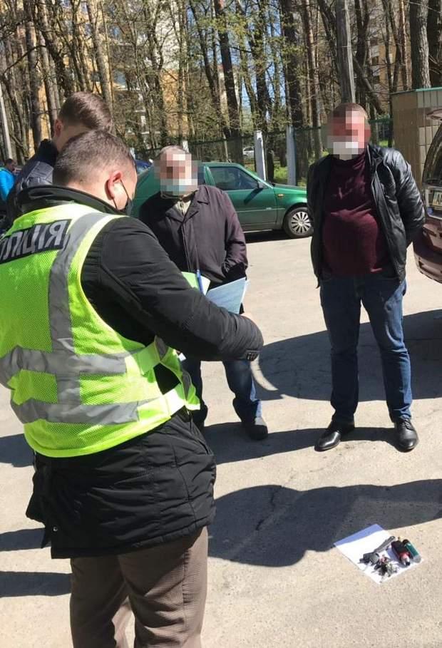 Під Києвом затримали чиновника на хабарі